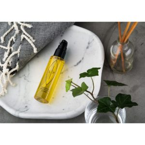 LIP_Cleansing and Moisturising Oil_Sea Buckthorn and Fragonia_mit Deko