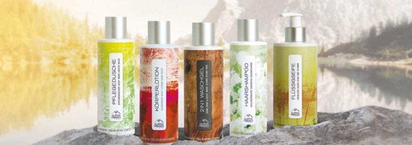 Alpine Organics - Naturkosmetik Produktübersicht vor schöner Landschaft